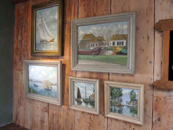 Schilderijen van Theunis in de winkel De Ferver